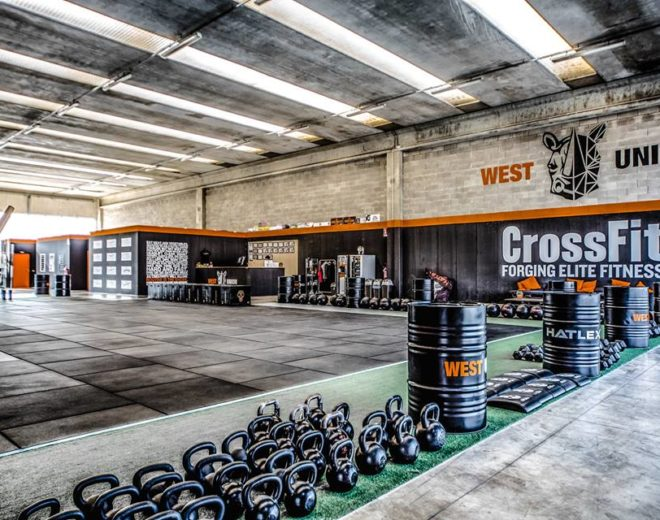 Kettlebell e attrezzi del box West Union CrossFit in provincia di Brescia