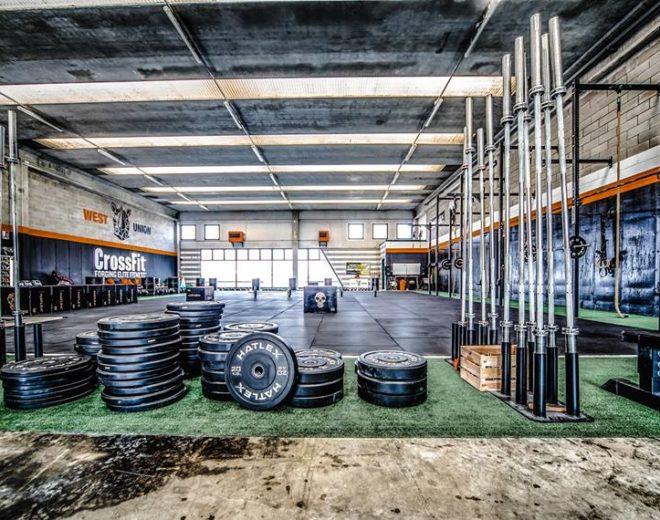 Particolare persi e attrezzi Hatlex del box West Union CrossFit in provincia di Brescia
